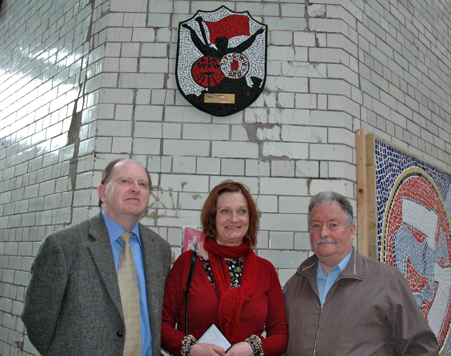 L-R: Joe Quinn, Patricia Campbell  Joe Bowers stand under the plaque to commemorate the centenary of the great Dublin lockout